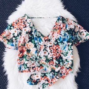 🌸🌼💫🌻🌞Gorgeous spring floral blouse New!